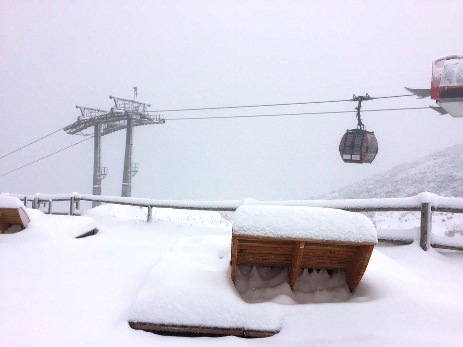 Fresh snow in Tatranska Lomnica, Slovakia, 6.10.2016 - ©facebook Vysoké Tatry - hory zážitkov