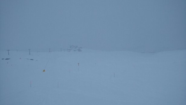 Cervinia - Breuil - steady snow fall over the last 48 hours, powder available even if visibility is compromised - ©rjshollowood