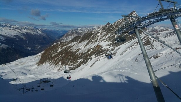 Obergurgl-Hochgurgl - Obergurgl mainly in shade and quite icy. Hock-gurgurgl generally better, getting more of the sun. A little snow fall on 25th, otherwise snow cannons. - ©keithagrant27