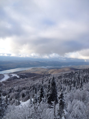 Tremblant - Dec/28, Good conditions considering the recent rainfall. Long line-ups, but festive mood on and off the mountain. Happy to be here! - ©My 16Gb iPhone