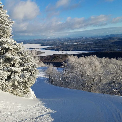 Mount Sunapee - Sunapee was in very good shape today for early season skiing/riding. The 7