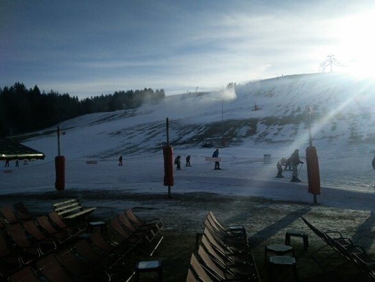 Les Gets - only snow is from snow cannons. Limited Skiing on slopes. see picture for Chavannes - ©Chalet Uxello