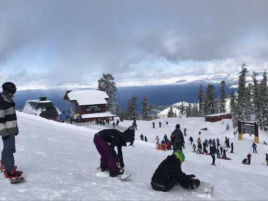 Heavenly Mountain Resort - It's very crowded and the lifts up too are not open. Great snow but cannot get to it. Super frustrating. - ©Robert Knowles's iPhone