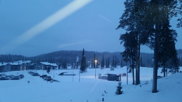 Ruka - light dusting ov fresh snow last night and expected to continue all day tepretures up from minus 25 to minus 9 expecting a good ski day today! - ©anonymous