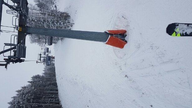 Abetone - oggi neve   buona compatta e con pochi punti ghiacciati peccato che sui raccordi e in val di luce vi siano punti scoperti... strano che i gatti non riesccano a ricoprirli perche intorno ce n'è  - ©markzeta