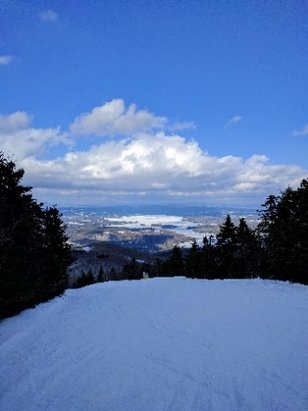 Mount Sunapee - Soft snow groomed up real nice as they always do there. Weird spring snow in January but it will def change with colder air on the way. Lots of terrain open but not enough cover for any tree runs. Good views but you prob already knew that.  - ©anonymous
