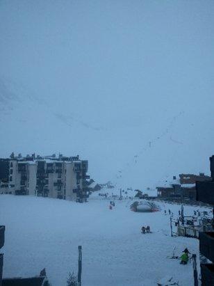 Tignes - chute de neige fraîche en continu depuis hier après midi, environ 10-15cm! cela est bienvenu car certains endroits manquaient cruellement de bonne neige fraiche! photo depuis Tignes Val Claret - ©mik34