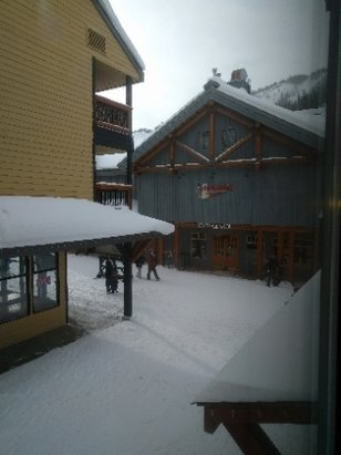 Apex Mountain - İt's dumping this weekend at Apex!! 13cms and counting!! - ©anonymous