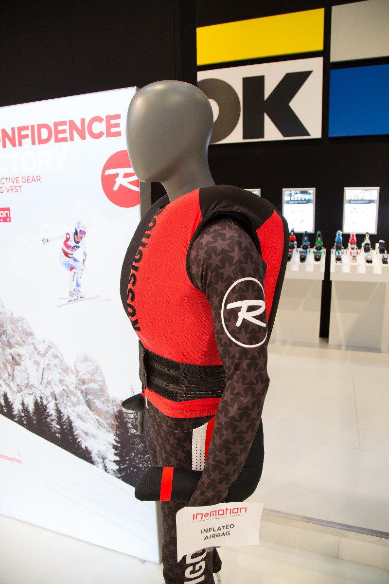 Für Weltcupfahrer gibt es von Rossignol diese Airbag-Weste - ©Skiinfo