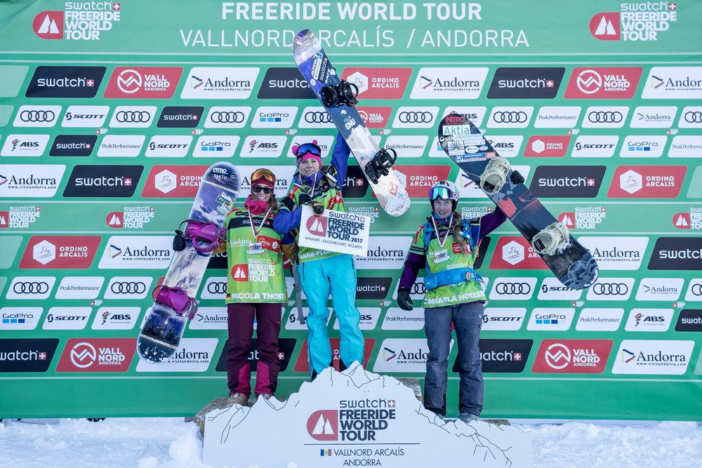 Siegerehrung Snowboard Damen - ©Freride World Tour_D. Daher