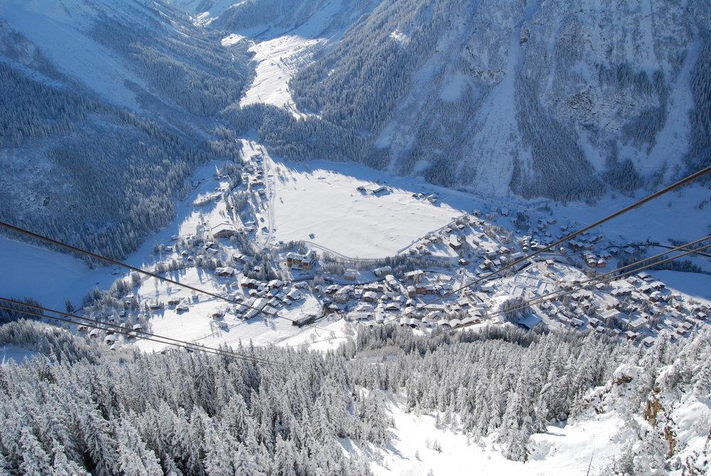 Vue sur la station de Pralognan la Vanoise depuis le sommet du téléphérique du Mont-Bochor - ©OT de Pralognan la Vanoise