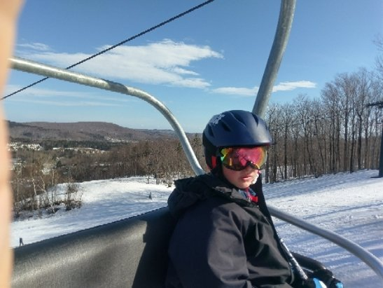 Mount Snow - Good skiing today. Low to no crowds. Crazy summer weather but hey early spring skiing...on top of a good base. Corn snow, mostly carvy, just some slush and occasional slow downs in the flats - ©rj