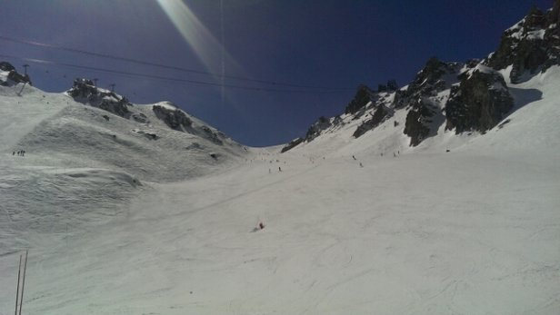 La Tania - Blue skies, spring skiing in Courcheval - ©gordon.c.grech