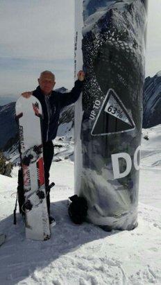 Kitzsteinhorn - Kaprun - Wir waren mit meiner Familie die Woche vor Ostern zum Ski & Snowboard fahren da ,alles war perfekt bis auf eine Ausnahme. Würde das Lift personal darauf achten das die Sessellift immer voll sind würde es auch keine Schlange beim anstellen  geben,das betrifft in erster Linie die Kristallbahn. - ©brandt631