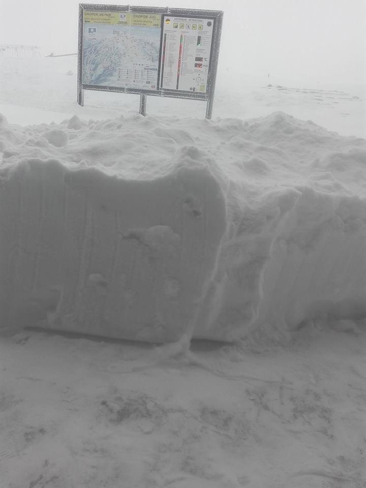 Čerstvý sneh na Chopku (18.4.2017) - ©vlekári z Chopku / facebook