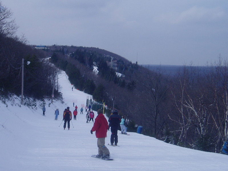 Skiers on Sno Mountain