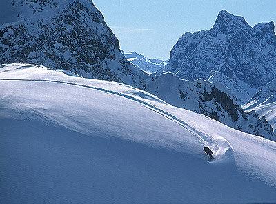 Powder-filled off-piste in Lech Zürs am Arlberg, Austria - ©www.lech-zuers.at