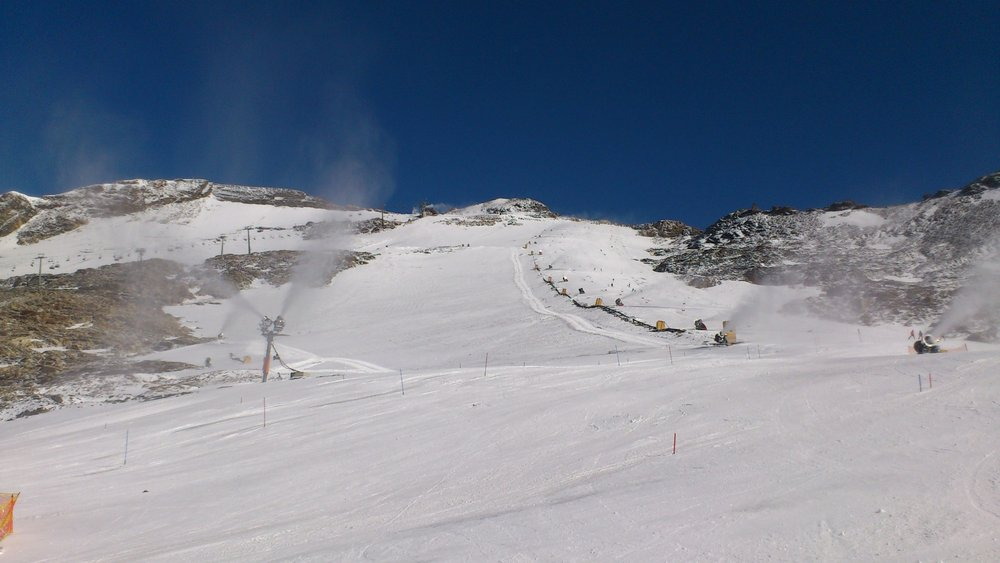 Snow making at Mölltaler Glacier