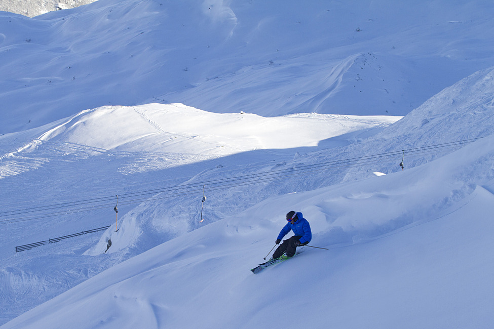 Kristoffer Jacobsson enjoying great November conditions in Hemsedal