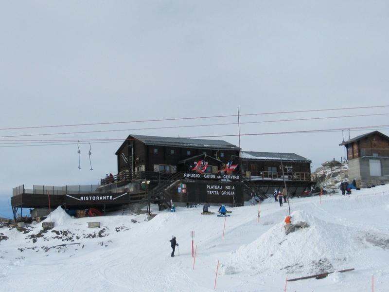 On the border at the Rifugio delle Guide del Cervino restaurant (3,480m), Zermatt - ©Zermatt Tourismus