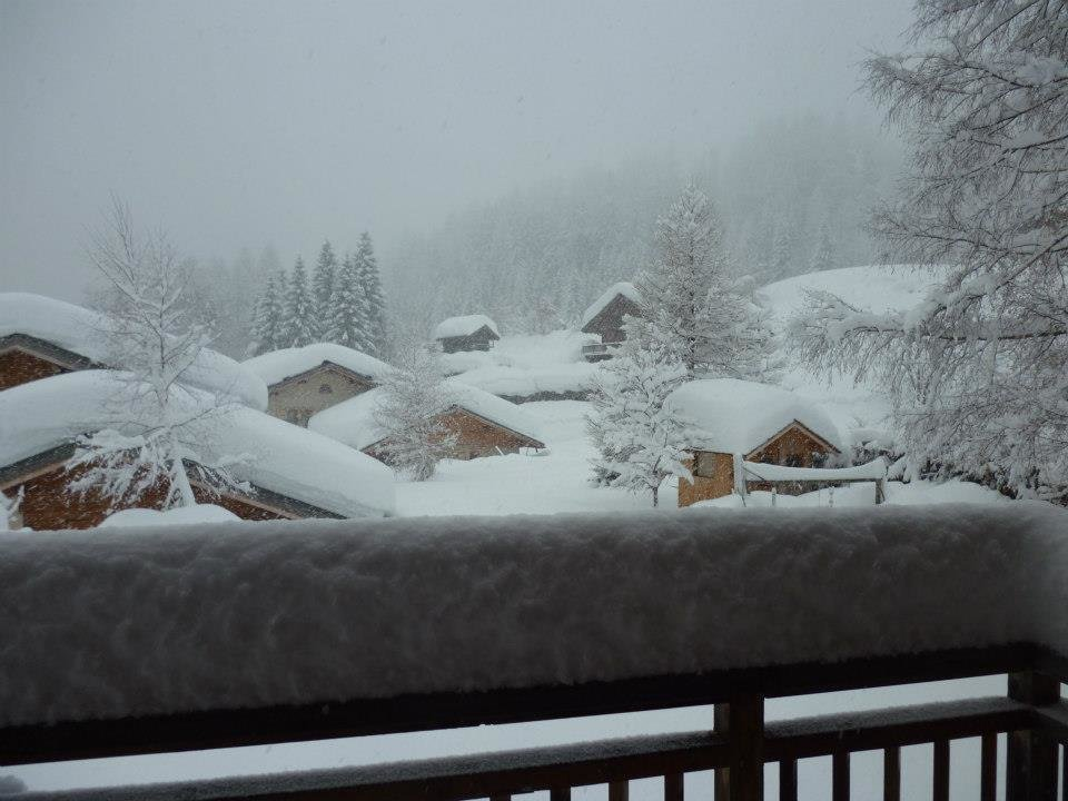 40cm of snow in Chamonix and still falling. Jan. 11, 2013