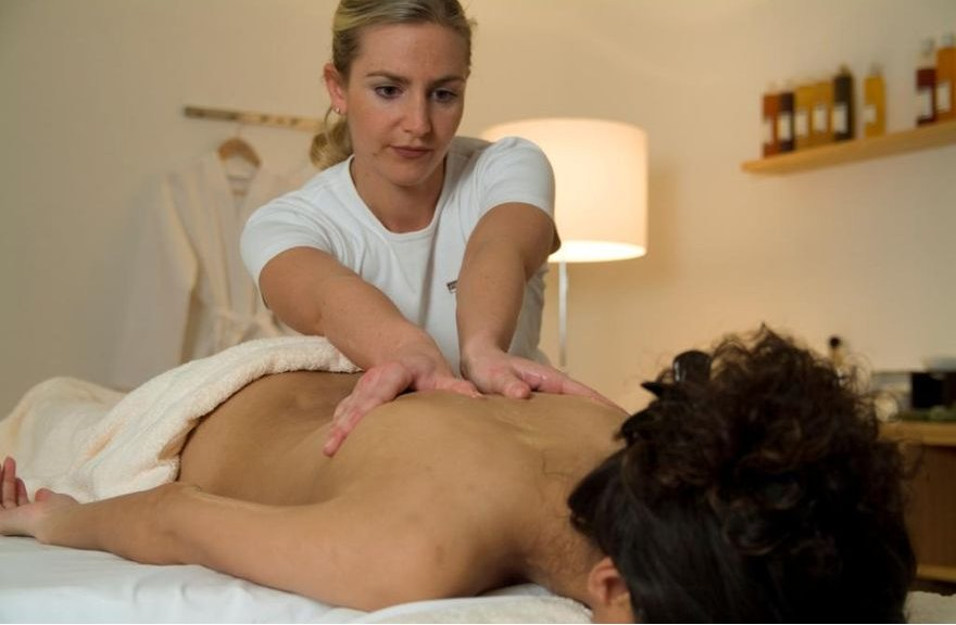 Enjoying a massage in the BergSpa in Lenzerheide - ©graubuenden.ch