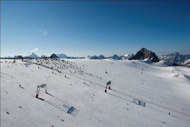 Les concurrents de la Mountain of Hell 2013 s'élancent depuis le glacier des 2 Alpes - ©Copyright Rupert Fowler