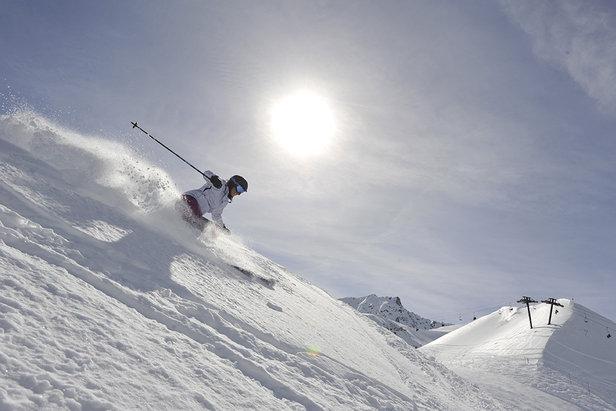 Neige fraîche au programme ? Chaussez vos skis de freeride ! - ©Dynastar / Dan Ferrer
