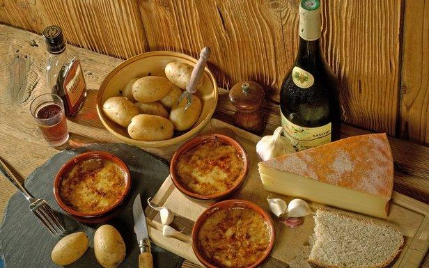 La Gastronomie en montagne ne se résume pas aux traditionnelles raclettes, tartiflettes et fondues... - ©© Savoie Mont Blanc / Lansard