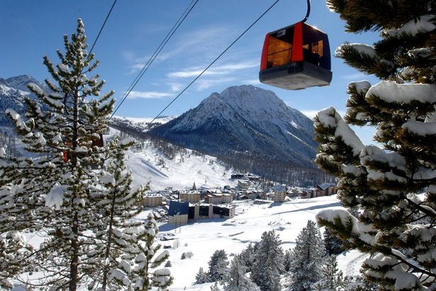 Cross the Italian-Franco border on a Milky Way ski safari - ©Montgenevre Tourism