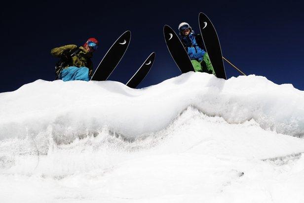 W trakcie sezonu narty także trzeba regularnie ostrzyć i smarować