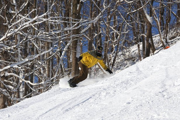 A snowboarder carves some fresh snow at Liberty. - ©Liberty Mountain Resort