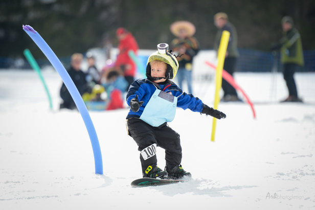 Young snowboarder at Ohio's Snow Trails - ©Snow Trails