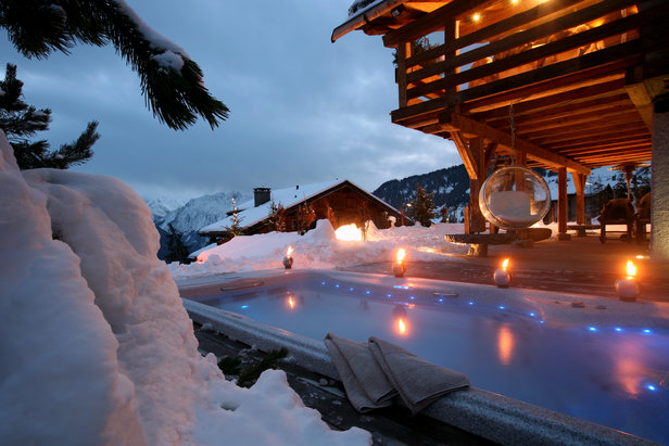 Outside hot tub at Chalet Spa in Verbier - ©Chalet Spa Verbier