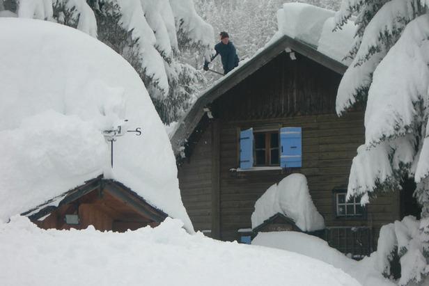 Chamonix Valley Heavy Snow Jan 2012