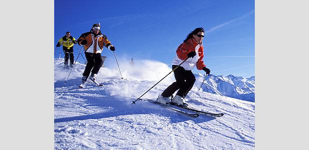 Kaprun - skiers on slopes