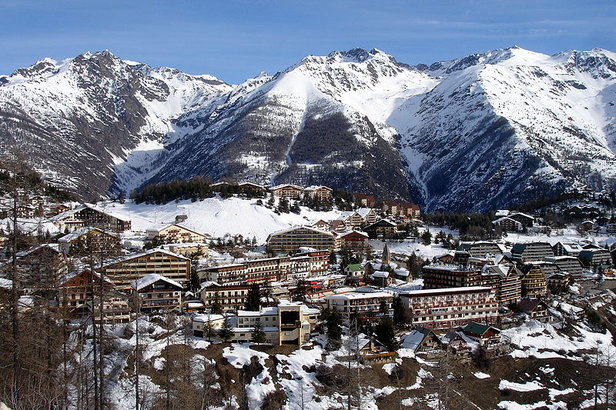 An overview of the French village of Auron.