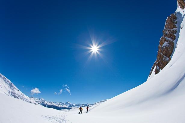 Zwei Bergsteiger im Aufstieg mit Ski, Einsame Skitour auf das Torrenthorn, Leukerbad, Wallis, Schweiz - ©Iris Kürschner/powerpress.ch