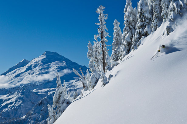 Sam Cohen eröffnet die Skisaison am Mount Baker - ©Grant Gunderson