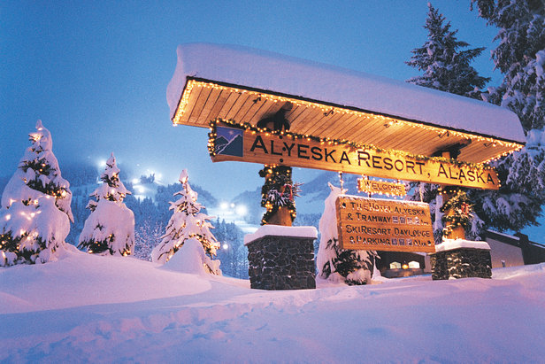 resort_sign_winter by duane watts - ©Duane Watts/Alyeska Resort