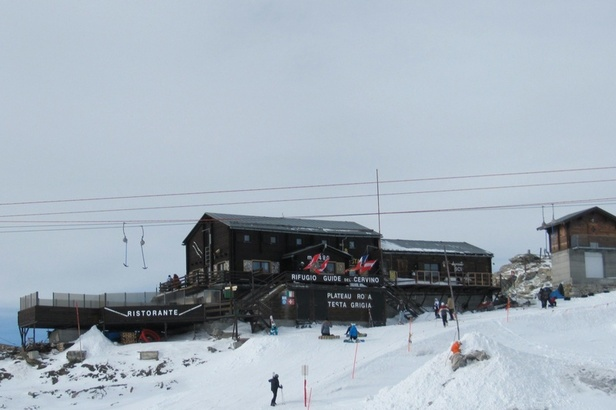 On the border at the Rifugio delle Guide del Cervino restaurant (3,480m), Zermatt - ©Zermatt Tourismus