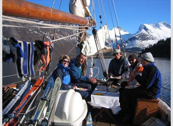 Mit dem Schiff zum Schnee: Romsdalsfjord, Norwegen - ©Erik Holo
