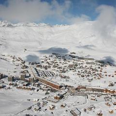 Vue aérienne sur la station de ski de la Toussuire - ©OT La Toussuire / Clic-Clac photo