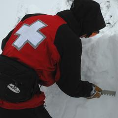Digging snow pit - ©Becky Lomax