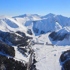 Vue aérienne du domaine skiable du Mont Dore - ©OT du Sancy