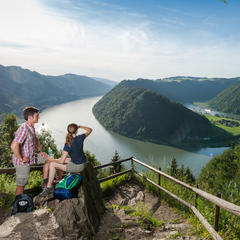 Wandertipp Donausteig: Über den 4/4 Blick zur Schlögener Schlinge ins Eferdinger Becken - ©www.donauregion.at