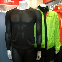 Leichtes Löffler Outfit für Skitourengeher: Drei Lagen oben, zwei Lagen unten - zusammen 1.657 Gramm - ©Skiinfo.de