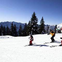 Skifahrer inmitten wunderschöner Landschaften - ©OÖ Tourismus Erber