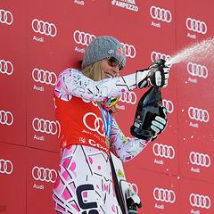 Lindsey Vonn feiert ihre Siege im Super-G - ©Alain GROSCLAUDE/AGENCE ZOOM