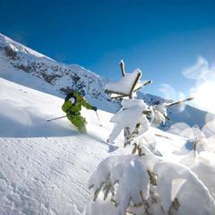 La CLusaz : haut lieu des amateurs de hors-piste et de poudreuse... - ©OT La Clusaz / Massif des Aravis